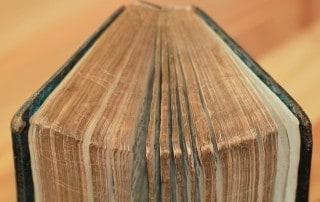 book-1281238_1920